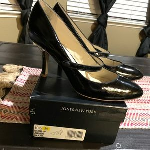 Jones New York black heels Sz 10.5